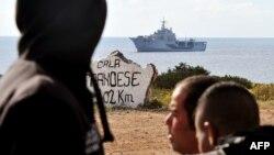 Իտալիա - Թունիսցի ներգաղթյալները Լամպեդուզա կղզու նավահանգստում, արխիվ