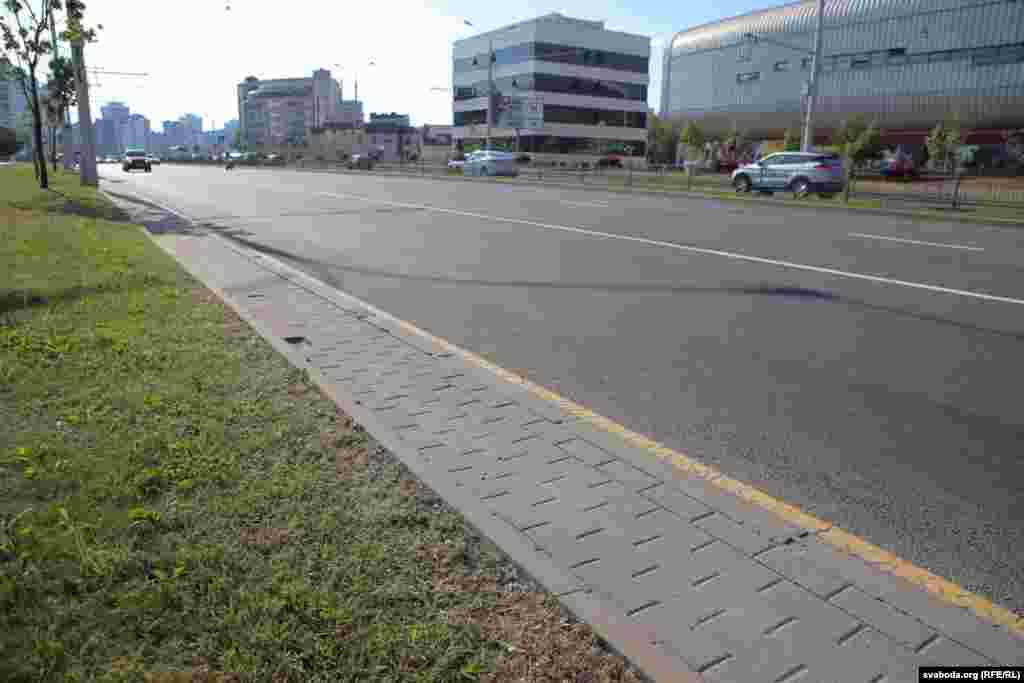 Belarus -- concrete blocks was removed from Minsk streets, 11 June 2019