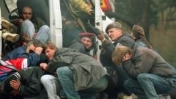 Первые дни сербской осады Сараева. Апрель 1992 года. Фото AFP