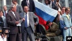 Борис Ельцин на массовых выступлениях в Москве 19 августа 1991 года