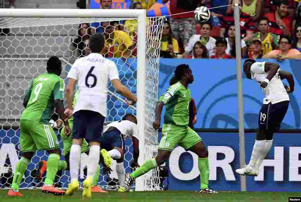 Fransa-Nigeriya – 2:0. Paul Pogba başla Nigeriyanın qapısına qol vurur.