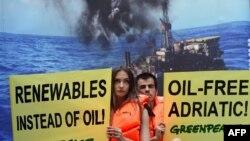 «Գրինփիս»-ի աջակիցները բողոքի ակցիա են անցկացնում արկտիկայի ջրերում նավթարդյունահանման դեմ, արխիվ