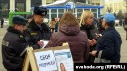 Міліцыянты перапісваюць зьвесткі кандыдатаў у дэпутаты