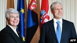 Croatian Prime Minister Jadranka Kosor (left) welcomes Serbian President Boris Tadic to Zagreb in November 2010. No longer best friends forever?