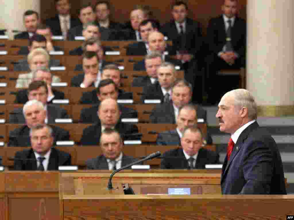 Олександр Лукашенко виступає перед Національними зборами і урядом, Мінськ, 2011 року