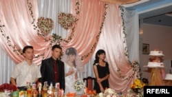 Uzbek weddings are usually extremely elaborate affairs. (file photo)