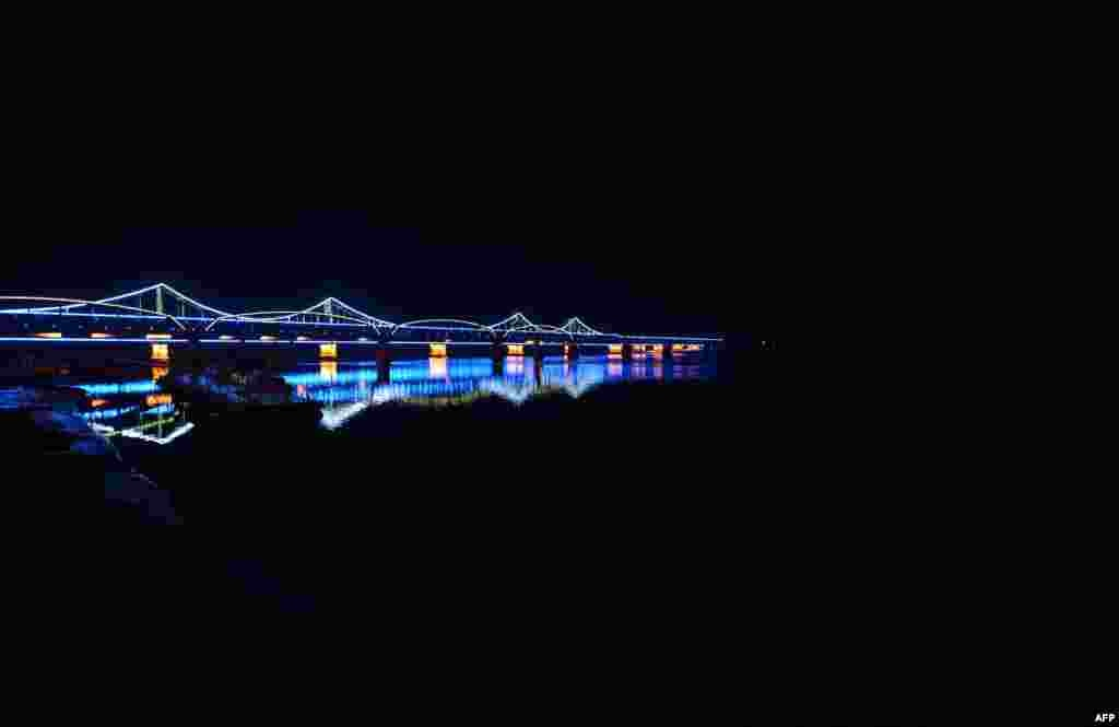 The Sino-Korean Friendship Bridge, which ends in total darkness in the North Korean town of Sinuiju. (AFP/Mark Ralston)