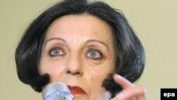 Herta Müller vorbind la o conferință de presă la Berlin