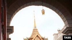 Королевский дворец в Бангкоке, откуда двинулась к дому правительства многотысячная демонстрация