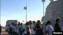 Кубанците му оддаваат почит на Фидел Кастро.