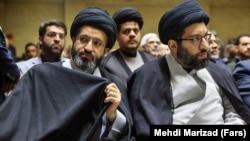 مسعود خامنهای (چپ) در کنار برادرش میثم