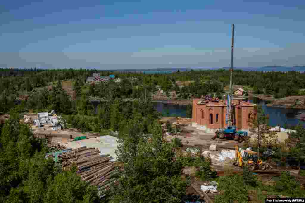 Construction onOboronny Island