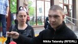 """""""Антон Гурьянов"""", справа: """"живу в высотке на Баррикадной"""""""