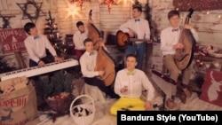 Скріншот із відеокліпу