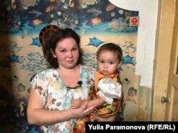 Людмила Курбонова с младшей дочкой