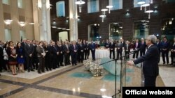 Armenia -- President Serzh Sarkisian visits the country's Central Bank for an end-of year reception, Yerevan, 26Dec2014