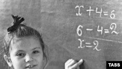 Задача увеличения зарплат учителям при отсутствии денег не решается