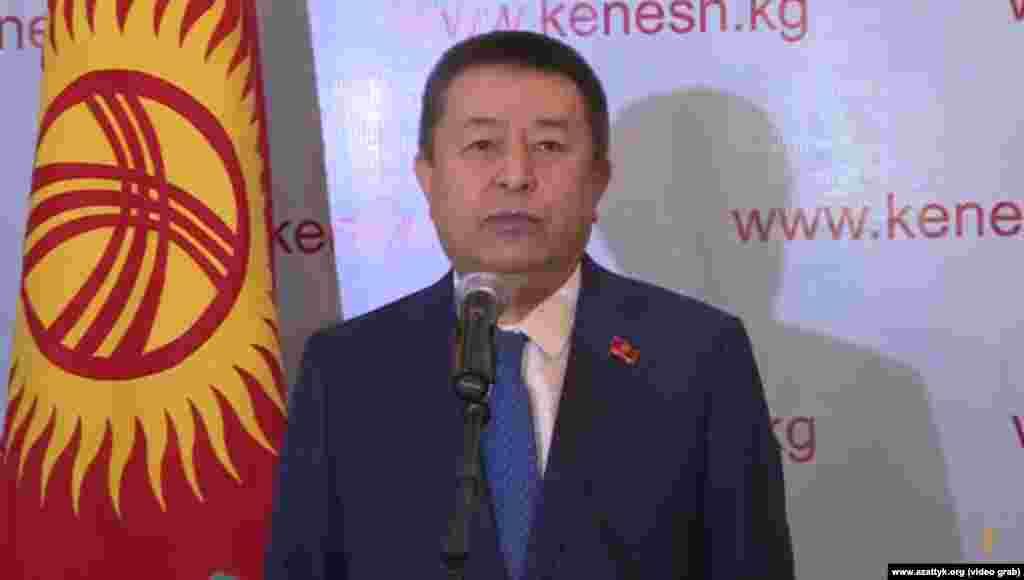Спикер парламента КР Чыныбай Турсунбеков проголосовал на своем участке.«Верю, что сегодня народ покажет свою активность и выскажет свою позицию. Результаты голосования мы узнаем сегодня вечером», - сказал он.