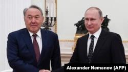 Президент Казахстана Нурсултан Назарбаев (слева) и президент России Владимир Путин. Москва, 27 декабря 2017 года.