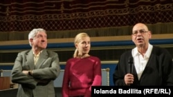 Mircea Diaconu, Olga Baltag și directorul cinematografului Odysee, Faruk Gunaltay la Festivalul de la Strasbourg