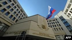 Steagul Rusiei flutură pe clădirea Parlamentului de la Simferopol