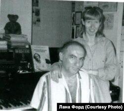 Фото с выставки: Соломон и Марианна Волковы.
