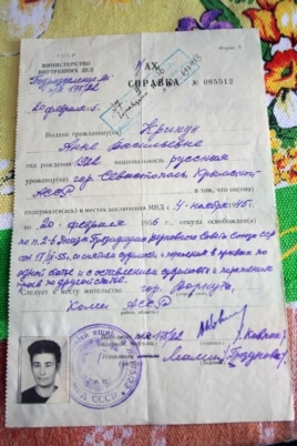 The official document certifying Anna Krikun's freedom, dated September 27, 1956.