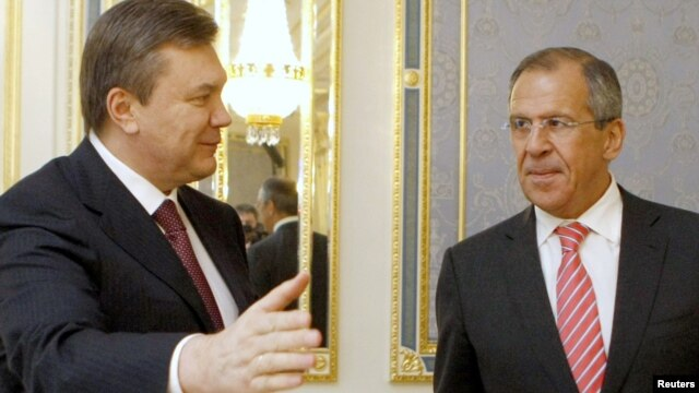 Ukrainian President Viktor Yanukovych (left) welcoming Russian Foreign Minister Sergei Lavrov to  Kyiv for a meeting in 2010