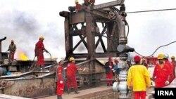 عملیات مهار آتشسوزی خط لوله قلعهنار به اهواز.