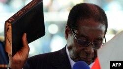 Президент Зимбабве Роберт Мугабе. 22 августа 2013 года.