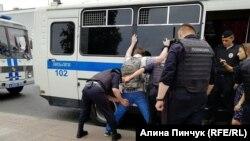 Задержания на митинге в поддержку журналиста Ивана Голунова. Москва, 12 июня 2019 года