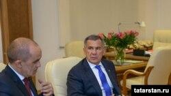 Энгел Фәттахов (с) һәм Рөстәм Миңнеханов