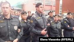 Полиция обороняет Следственный комитет (16 июня 2012 года)