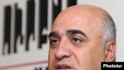 Հայաստանի գործարարների ու արդյունաբերողների միության նախագահ Արսեն Ղազարյանը մամուլի ասուլիսում: 11-ը սեպտեմբերի, 2009 թ.