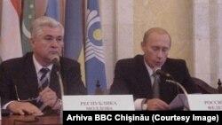 La summitul CSI din 2002, președinții Voronin și Putin...