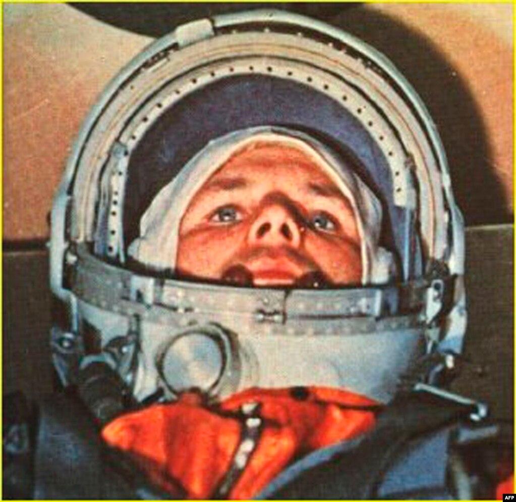 Гагарин в командной капсуле Восток-1