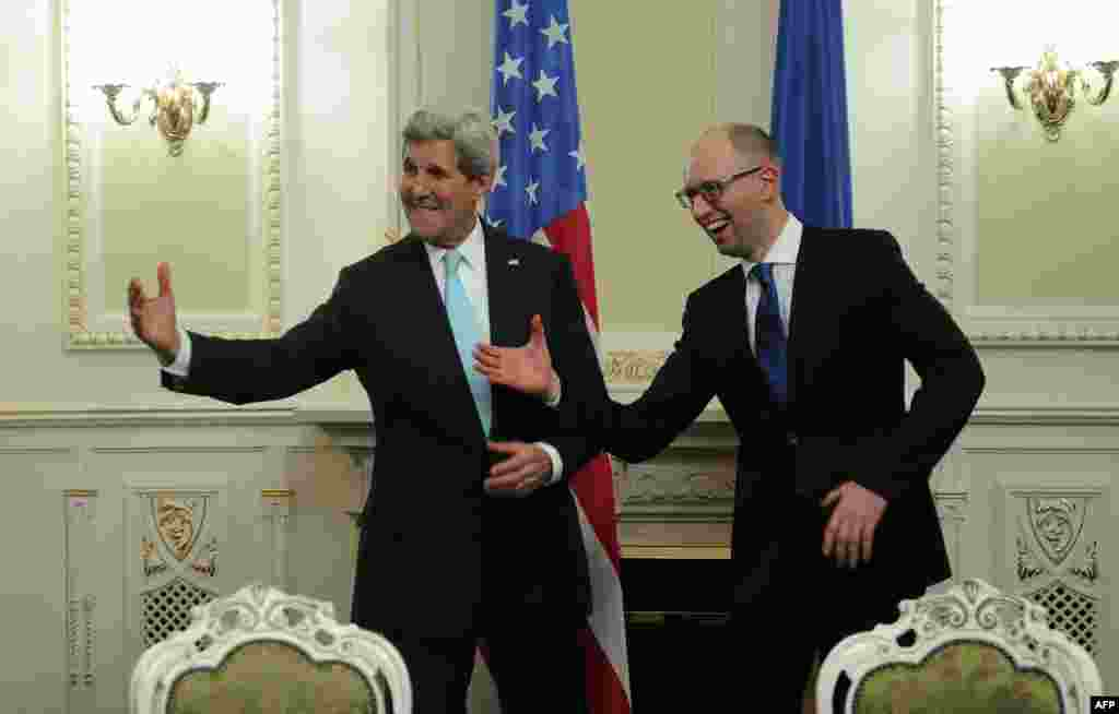 Ukrainian Prime Minister Arseniy Yatsenyuk (right) and U.S. Secretary of State John Kerry gesture prior to talks in Kyiv. (AFP/Andrew Kravchenko)