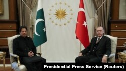 Turkish President Tayyip Erdogan met Pakistani Prime Minister Imran Khan at the Presidential Palace in Ankara on January 2019.