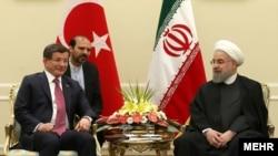 حسن روحانی، رئیس جمهوری ایران و احمد داوداغلو، نخستوزیر ترکیه. در تهران