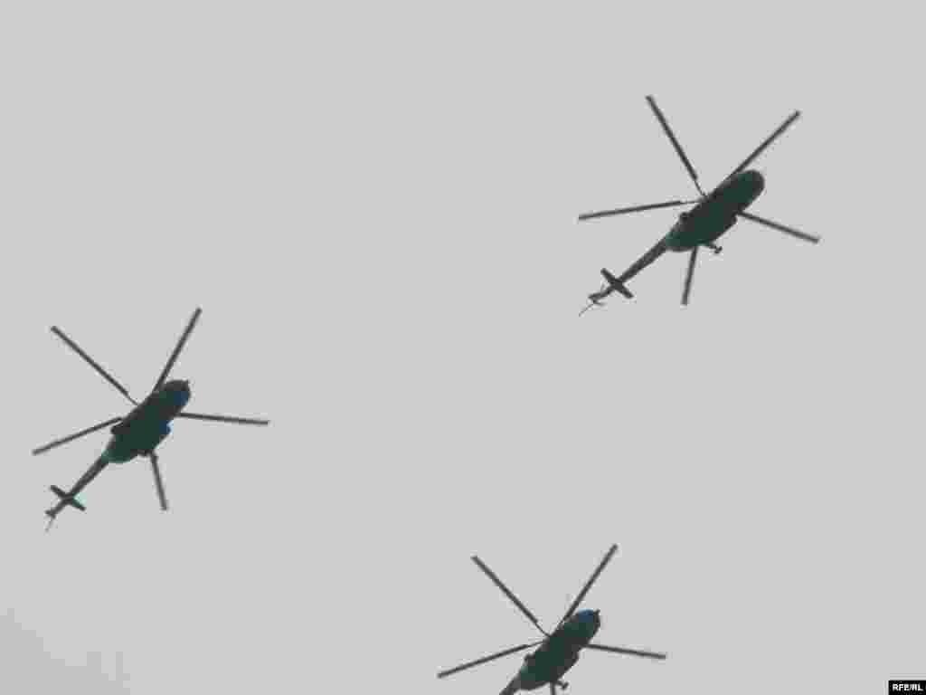 Парад в Києві. День Незалежності 24 серпня 2009 - Армійські гелікоптери