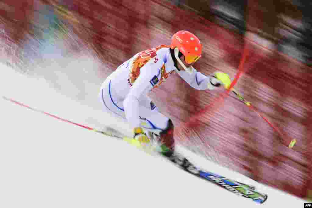 Sweden's Andre Myhrer competes during the men's alpine skiing slalom. (AFP/Fabrice Coffrini)