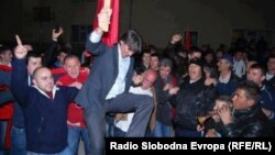 Новоизбраниот градоначалник на Струга Зиадин Села ја слави изборната победа.
