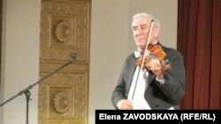 Завершил Михаил Казиник встречу музыкой Жана-Батиста Люлли, которая, по его мнению, обладает терапевтическим эффектом