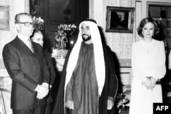 با شیخ زاید بن سلطان، رئیس امارات متحده عربی، در تهران/ ۱۹۷۵