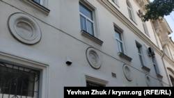 «Иллюминаторы» на доме №17 по проспекту Нахимова