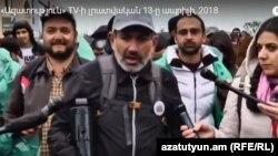 Никол Пашинян и члены его команды дошли до Еревана, 13 апреля 2018 года