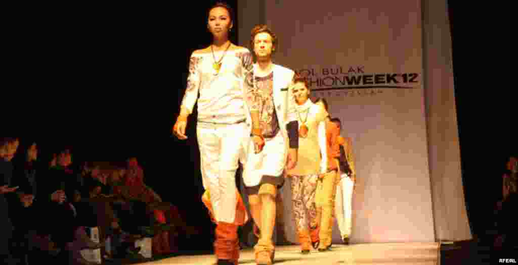 Осенняя Неделя моды-2012 #19