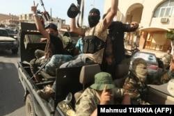 Бойцы ПНС, обороняющие Триполи от ЛНА Халифы Хафтара. Апрель 2020 года