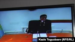 Председатель специализированного межрайонного суда по делам несовершеннолетних города Алматы Женис Карибаев оглашает приговор по делу «о торговле младенцами». Алматы, 5 июля 2016 года.