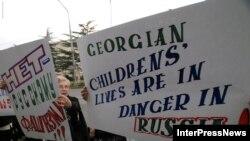 Нередкие ныне в мире акции протеста против действий Москвы не всегда встречают понимание у местных властей